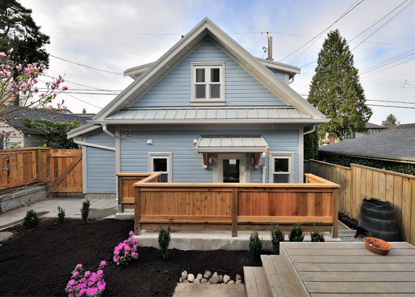 small house just 500 sq ft with a garage but seems bigger On tiny house 500 sq ft