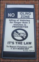 No idling zone stating anti-idle law against large trucks.