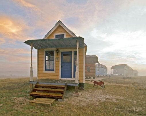 Tiny texas houses recycled homes for How much to build a house in texas